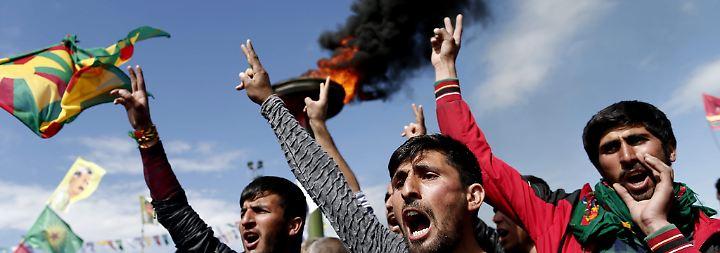 """Unterdrückt uns, wo er nur kann"": Erdogans Wahlkampf in Kurdengebieten ist blanker Hohn"