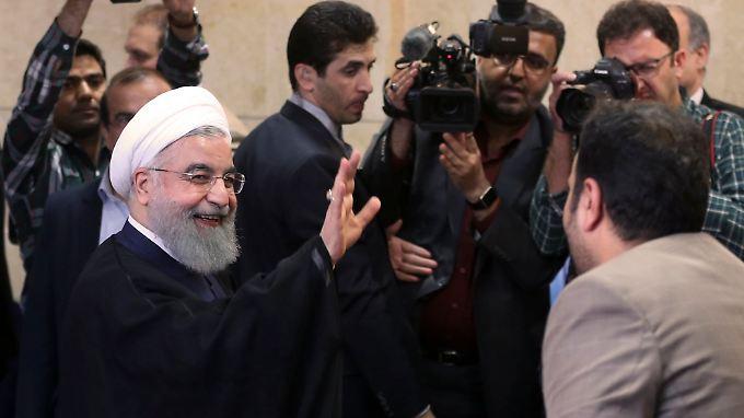 Ruhani ließ seine Kandidatur im Innenministerium registrieren.