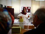 Umstrittenes Referendum beginnt: Türken stimmen über Verfassungsreform ab