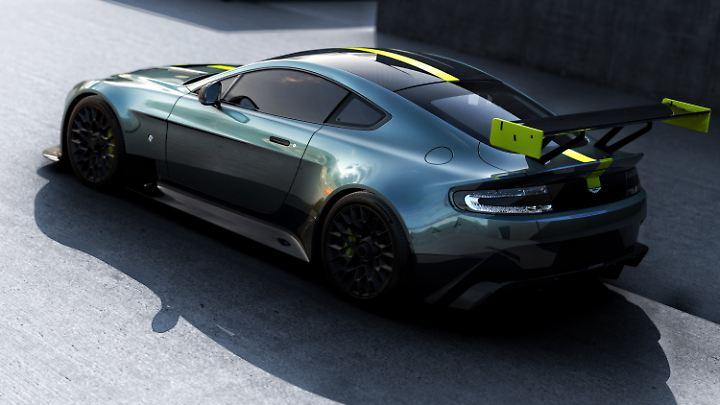 Der Aston Martin Vantage AMR Pro trumpft mit einem gigantischen Spoiler auf.