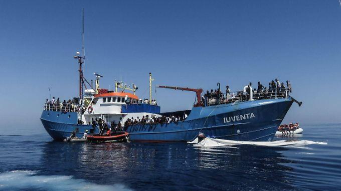"""Archivbild der """"Iuventa"""". Sie befindet sich derzeit auf ihrer dritten Fahrt: Mission Sebastian Kurz, benannt nach dem österreichischen Außenminister."""
