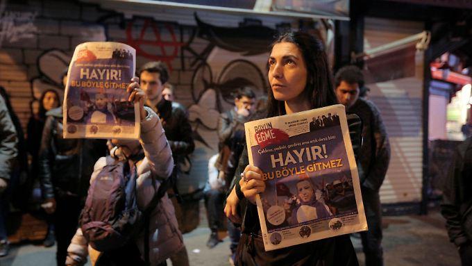 Hayir - Nein. Protest in Istanbul am Abend der Wahl. In der Stadt am Bosporus gab es eine Mehrheit gegen die Verfassungsänderung.