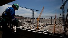 Beim Bau der Stadien für die Fußball-WM in Brasilien soll der Odebrecht-Konzern zahlreiche Politiker bestochen haben.