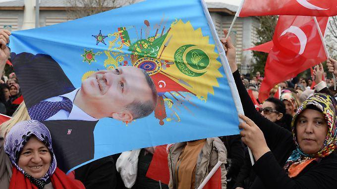 Erdogans Anhänger haben hohe Erwartungen. Türkei-Experte Brakel zweifelt, dass der Präsident diese erfüllen kann.