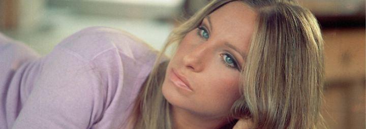 Barbra Streisand, die keinem gängigen Schönheitsideal entspricht, schafft, was kaum eine andere ihrer Generation geschafft hat: sie macht aus ihrer (etwas zu) großen Nase und ihrem (leichten) Silberblick eine neue Art von Sexyness, der die ...