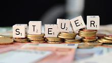 Über Einkommens- und Mehrwertsteuer sowie Sozialabgaben zahlt auch die Mittelschicht fast die Hälfte ihres Einkommens ans Finanzamt.