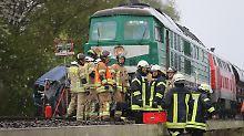 Kleintransporter erfasst: Drei Tote bei Zusammenprall mit Güterzug