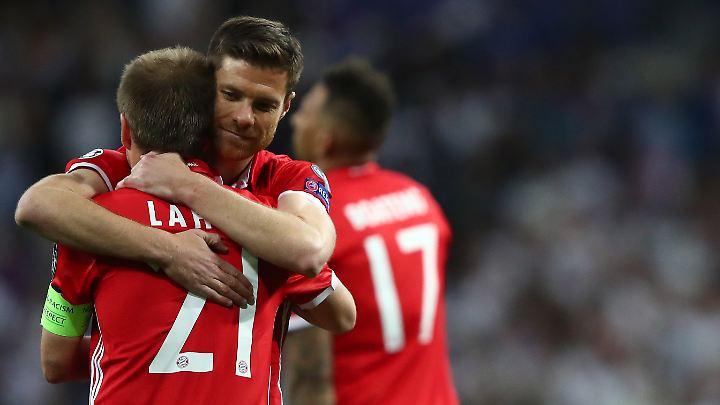 Die Abgänge der Alphatiere Philipp Lahm und Xabi Alonso im Sommer werden den Bayern wehtun.