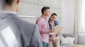 Einzelbesichtigungen sind keine Selbstverständlichkeit, oft werden Interessenten in Gruppen durch die Wohnung geschleust.