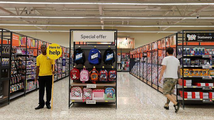 Tesco-Supermarkt in London- britische Kunden achten derzeit sehr auf ihr Portemonnaie.