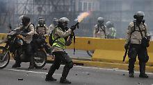 Waffen statt Worte: Machtkampf in Venezuela fordert 21 Tote
