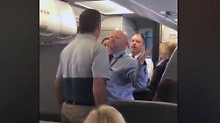 Streit um Kinderwagen an Bord: Flugbegleiter greift Frau mit Baby an