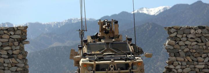 Wo die US-Megabombe niederging: Spezialeinheit erreicht die Einschlagstelle