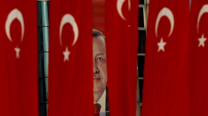 Staatschef Erdogan führt ein Präsidialsystem ein, das die Gewaltenteilung weitgehend aufhebt.