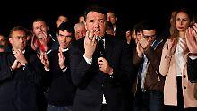 Ist wieder Parteichef der Demokraten: Matteo Renzi (Mitte)