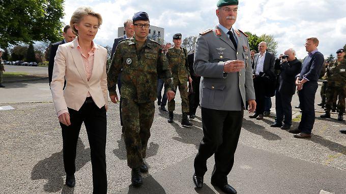 Verteidigungsministerin von der Leyen besucht die Kaserne von Franco A.