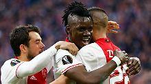 Amsterdamer Glückseligkeit: Bertrand Traoré feiert sein zweites Tor gegen Lyon.