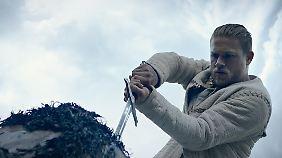 Charlie Hunnam ist Guy Ritchies King Arthur.
