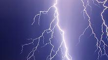 Schweres Gewitter: Blitz tötet Radfahrerin in Aachen