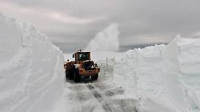 Herausforderung für Räumdienst: Im Norden Schwedens liegen noch sechs Meter Schnee