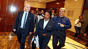 Gianni Infantino (l.) ist zufrieden - weltweit hagelt es Kritik an der Fifa-Entscheidung zur Ethikkommission.