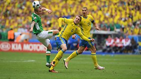 Vermutlich ist Leipzigs Forsberg (m.) froh, Ibrahimović vorerst nicht als Gegner zu haben.