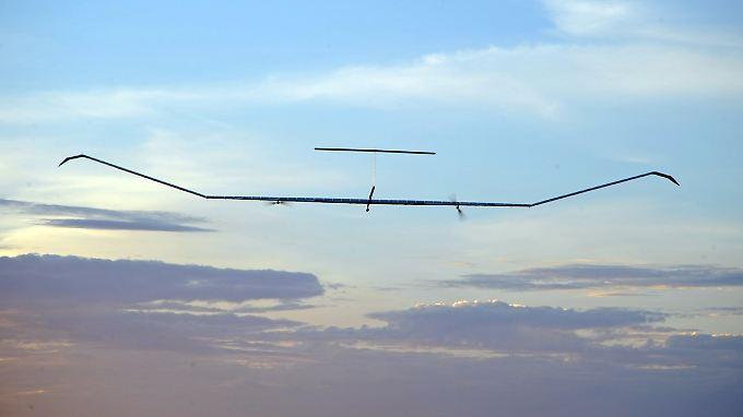 """Filigranes Leichtgewicht: Unbemannten Höhendrohnen vom Typ """"Zephyr-S"""" kommen auf eine Spannweite von rund 25 Meter - bei einem Gesamtgewicht von nur 62 Kilo."""