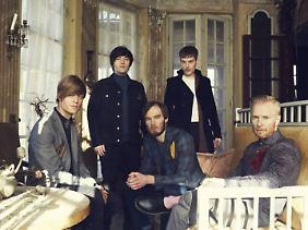 Fünf Typen spielen natürlich Songs mit Eiern ...