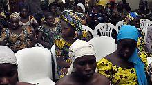 Boko Haram zeigt Video: Entführte Schülerinnen sollen bekehrt sein