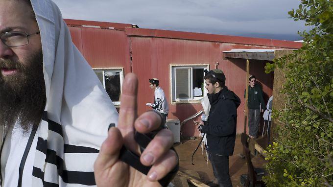 Israelische Siedler beten in der Siedlung Amona - auf palästinensischem Gebiet.