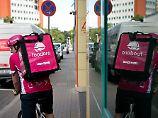 Deliveroo und Foodora: Fahrer lehnen sich gegen Lieferdienste auf