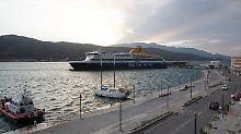 Fähre im Hafen von Samos