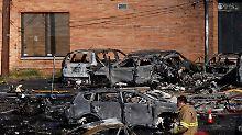 Tragödie nahe New York: Learjet stürzt in Industriegebiet