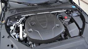 Der 2.0 Vierzylinder unter der Haube des V90 D3 ist gut verpackt.