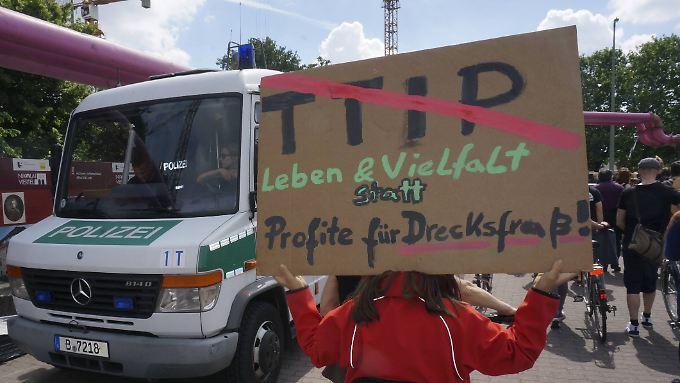 Allein die Verhandlungen zwischen der EU und den USA über ein Handels- und Investitionsabkommen hatten schon zu heftigen Protesten geführt.