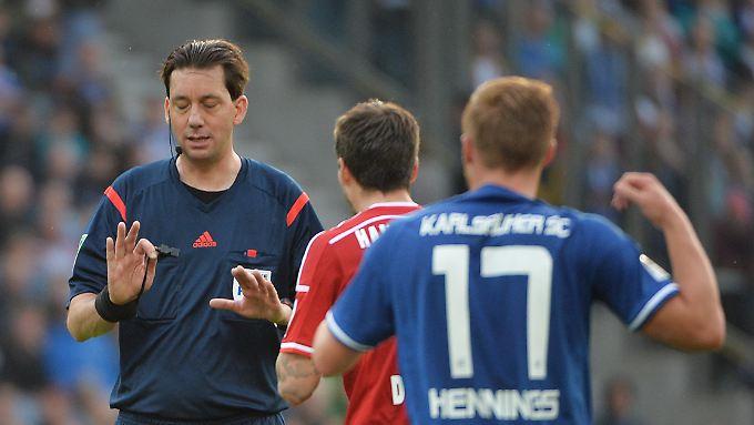 Mit der Nominierung von Manuel Gräfe für das Duell HSV - Wolfsburg hat der DFB unnötigerweise einen Brandherd geschaffen.
