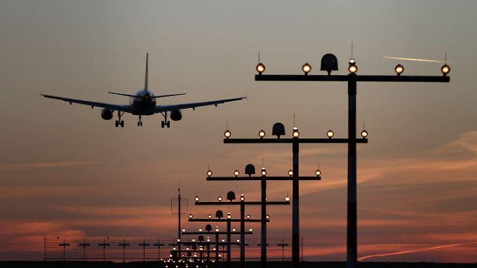 Das Flugzeugteil ist zum Glück auf unbebautem Gebiet abgestürzt.