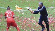 Bierduschen, Balkon und Tränen: FC Bayern feiert sich und Philipp Lahm