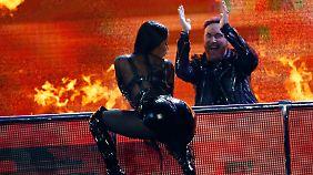 Auch Nicki Minaj ließ es - unterstützt von David Guetta - bei den Billboard Music Awards krachen.