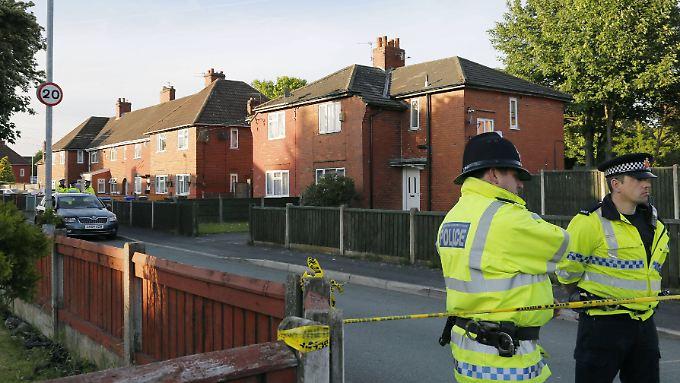 Die Polizei durchsucht in Manchester mehrere Häuser, darunter auch das Wohnhaus des Verdächtigen Salman Abedi.