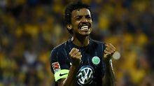 Entzückt: Wolfsburgs Kapitän Luiz Gustavo.