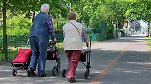 Viele Menschen mit Minijobs und langer Arbeitslosigkeit kommen auf den Rentenmarkt.