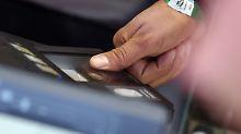 Fehlerhafte Asylverfahren: BAMF fehlen Tausende Fingerabdrücke
