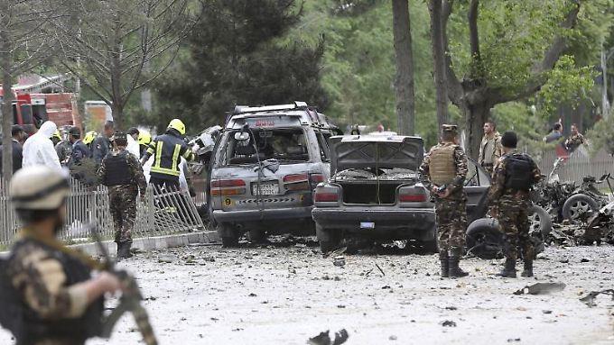 Alltag in Kabul: Afghanische Sicherheitskräfte am Ort eines Selbstmordanschlags.