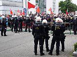 Polizeigroßeinsatz in Karlsruhe: Tausende protestieren gegen Rechtsextreme