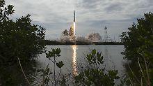 An der Spitze einer Falcon-9-Rakete hob der Raumfrachter vom Weltraumbahnhof Cape Canaveral ab.
