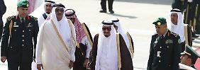 Schließung aller Grenzen: Nachbarn brechen Beziehungen zu Katar ab