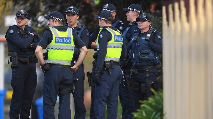 Polizisten am Anschlagsort