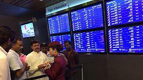 """Viele Flugreisende sitzen fest: Nachbarstaaten isolieren """"Terrorunterstützer"""" Katar"""