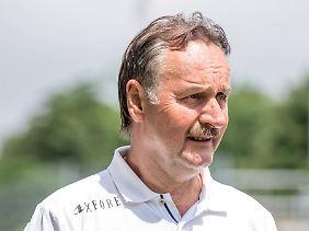 Der langjährige Fußballtrainer Peter Neururer ist bekennender Schalke-Sympathisant.